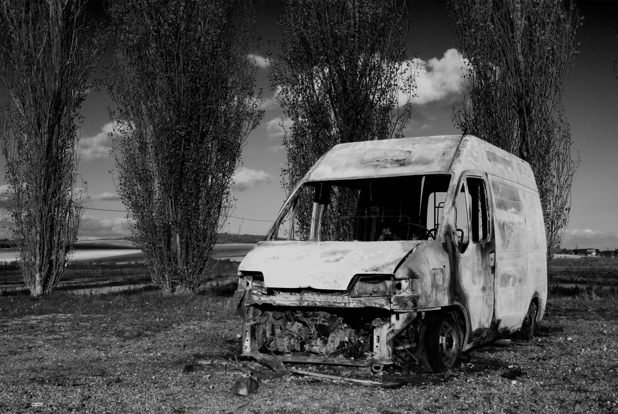 Brindisi, uomo trovato carbonizzato in macchina