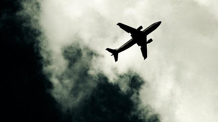 Washington, ragazza precipita dall' aereo ma si salva