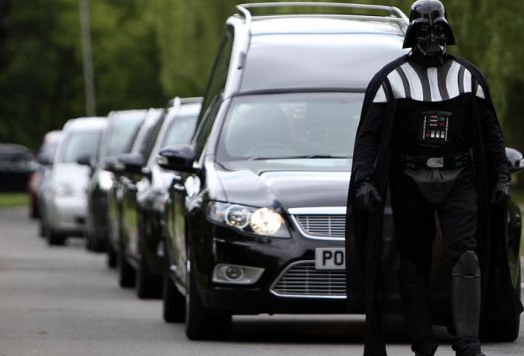 UK, al funerale di una nonna c'è DarthVader
