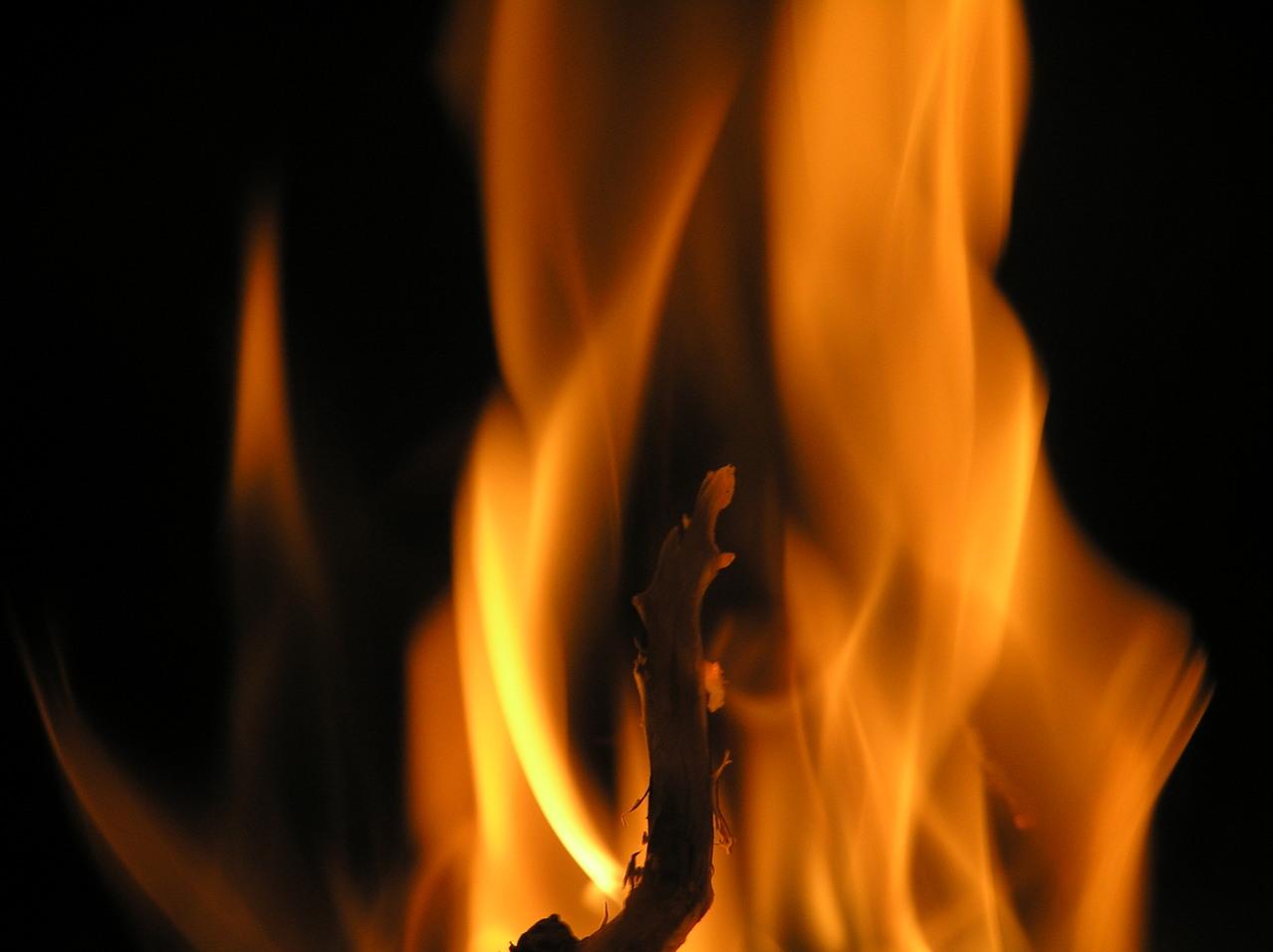 Sognare morti che bruciano, significato e numero lotto