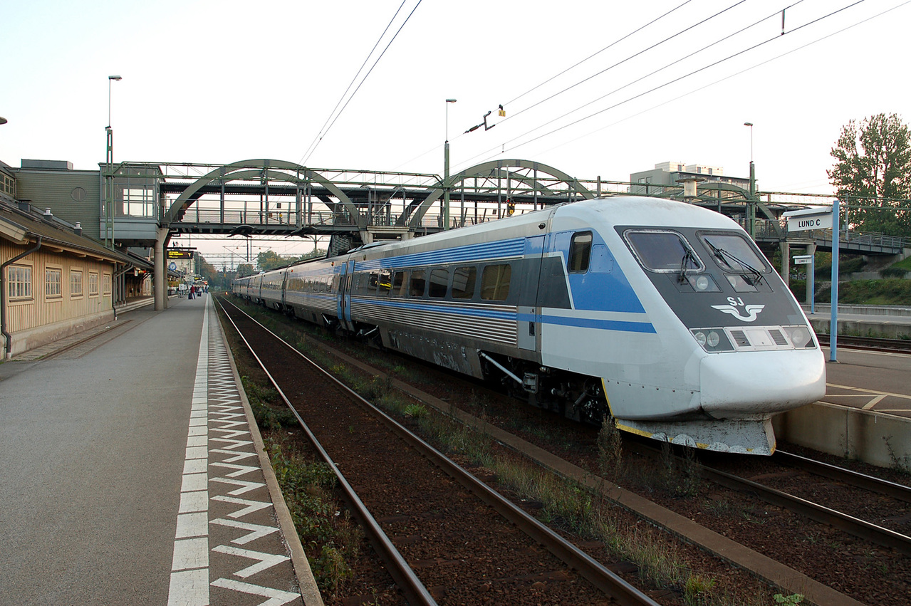 Giappone, passeggero si da fuoco in treno