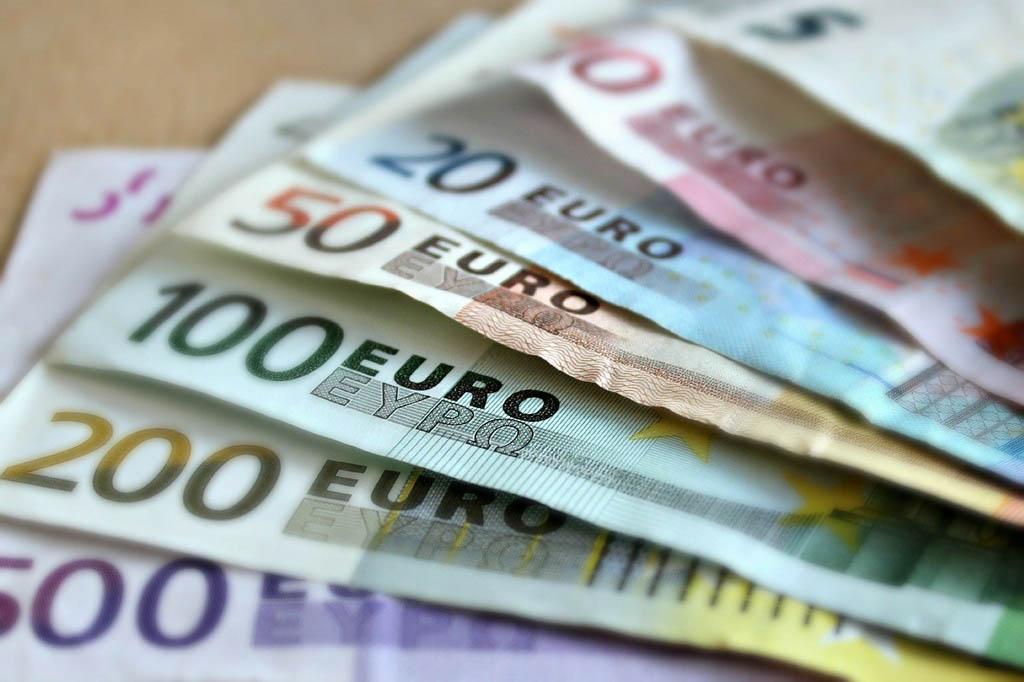 Vendola pensione anticipata a 57 anni: vitalizio di 5000 euro mensili