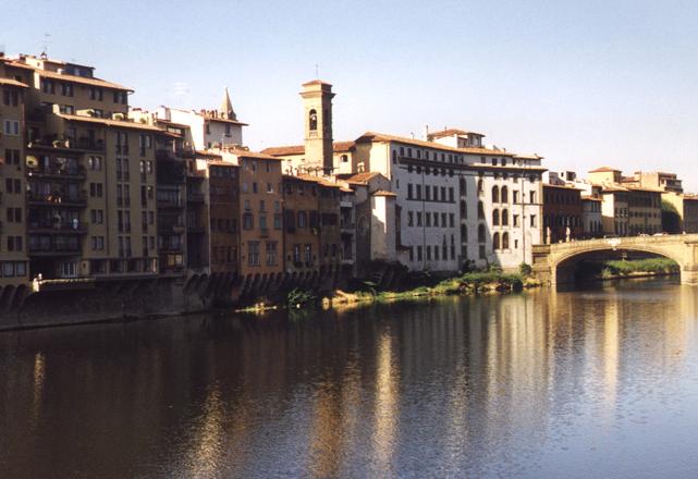 Firenze, donna muore e i vicini le occupano casa dopo il funerale