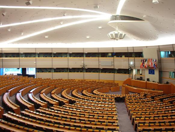 Vitalizi ai parlamentari: dimezzare quelli sopra 80 mila euro