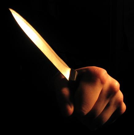 Carini: il padre vuole toglierle il wi-fi, lei lo uccide a coltellate