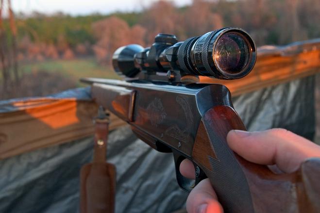 Dal litigio alla tragedia: lui imbraccia il fucile da caccia e uccide la moglie