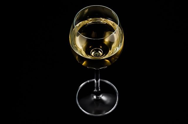 Essere astemi fa male: quanto bisogna bere al giorno
