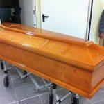 Outlet del funerale cofano funebre in preparazione