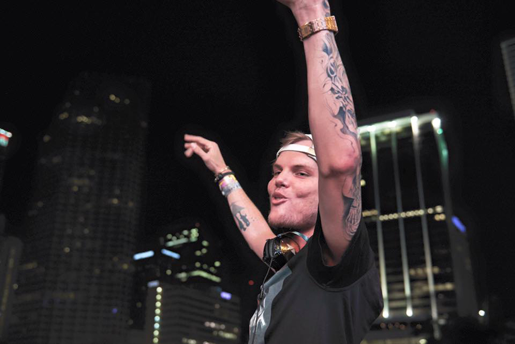 La morte del dj e produttore Avicii non è ancora stata chiarita, spuntano nuove ipotesi come il suicidio