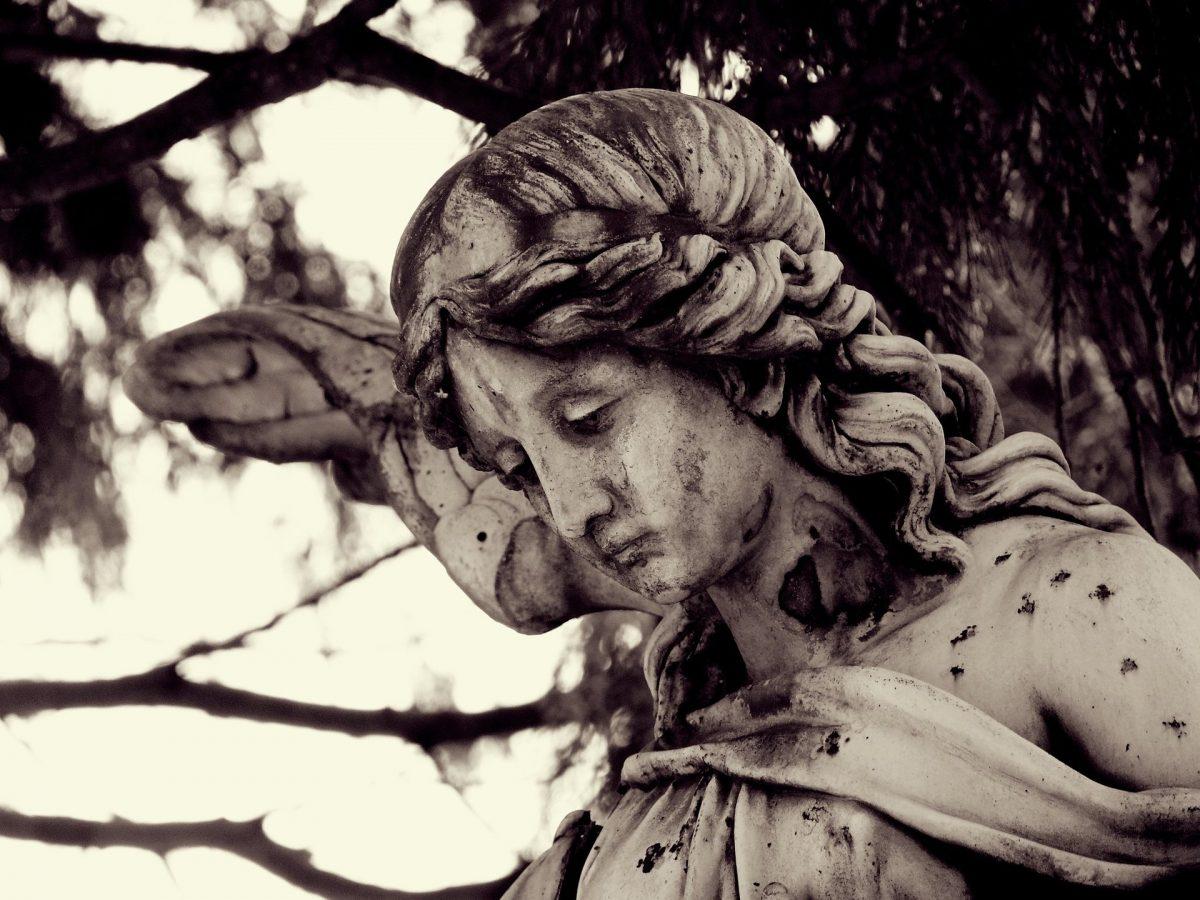 """Cosa vuol dire la parola """"condoglianze""""? Perché si porge nel momento del lutto?"""