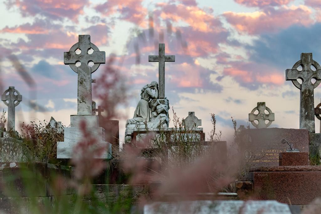 Organizzare un funerale a Cologno Monzese. Oggi OdF – Outlet del funerale spiega nel dettaglio i servizi funebri del pacchetto a prezzo anticrisi
