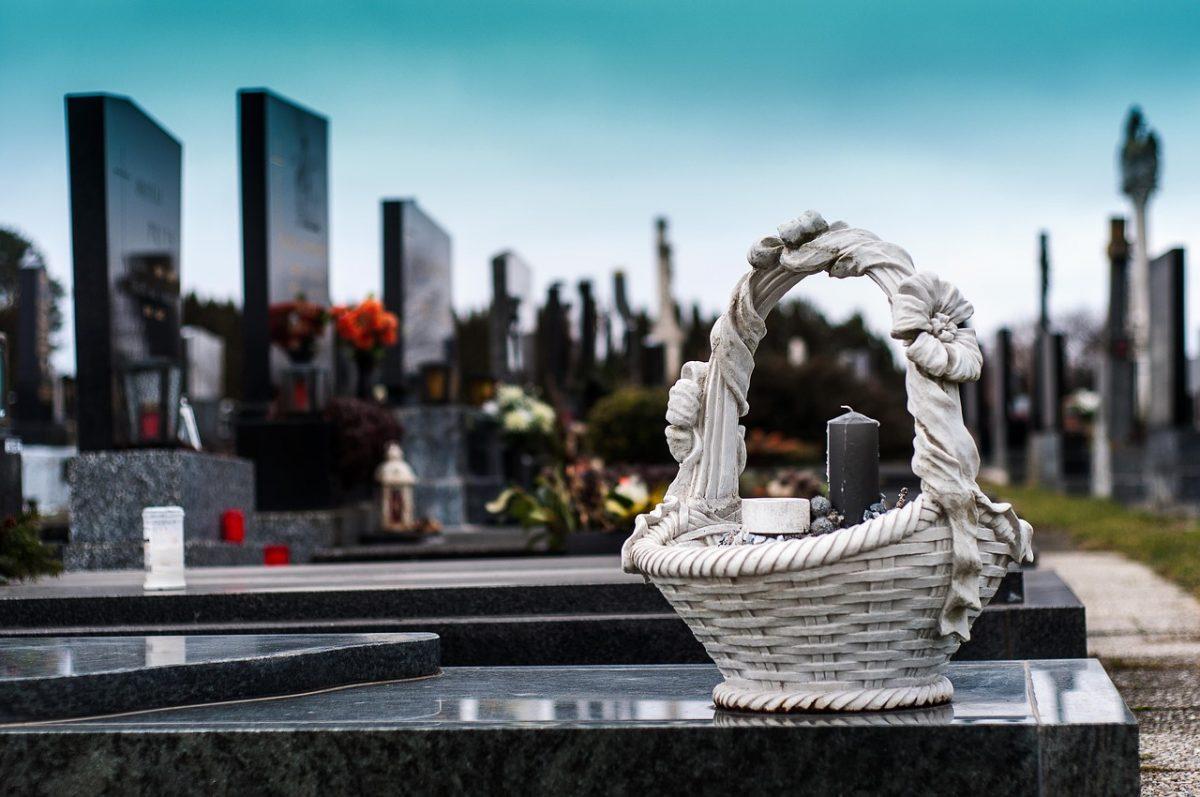 Cerchi un'impresa di pompe funebri a Sesto San Giovanni (Milano)? Affida l'organizzazione del funerale con cremazione o tumulazione o inumazione del caro estinto a OdF – Outlet del Funerale