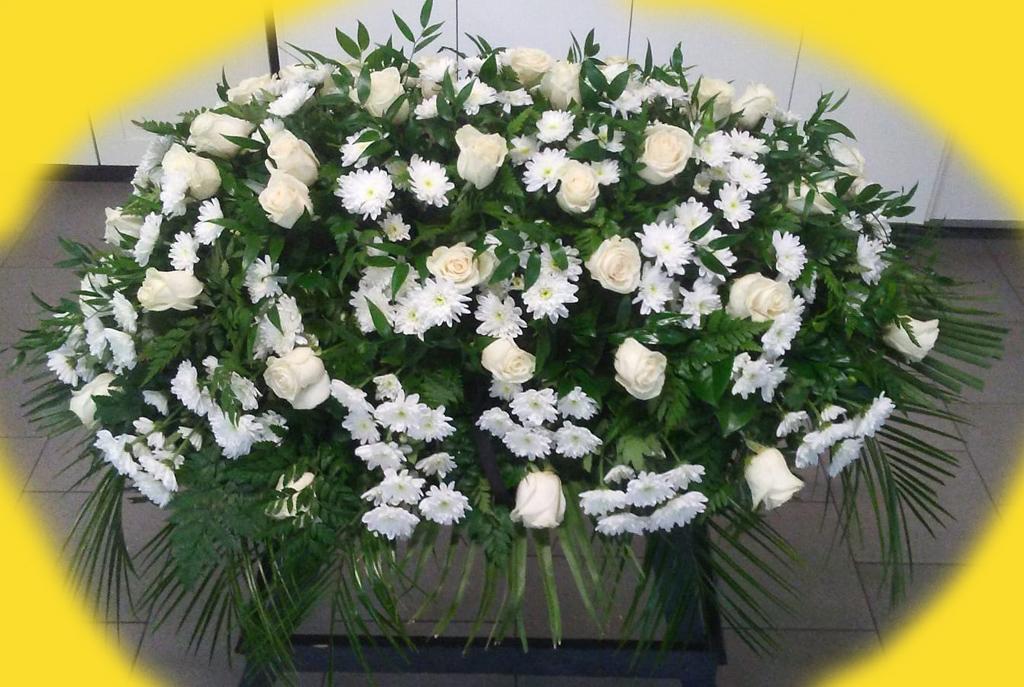 Fiori belli ne abbiamo?!? Da Outlet del Funerale cuscini splendidi, anche a forma di cuore
