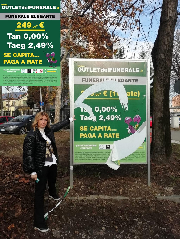 Sesto San Giovanni (Milano): qualche fesso strappa il manifesto di Outlet del Funerale