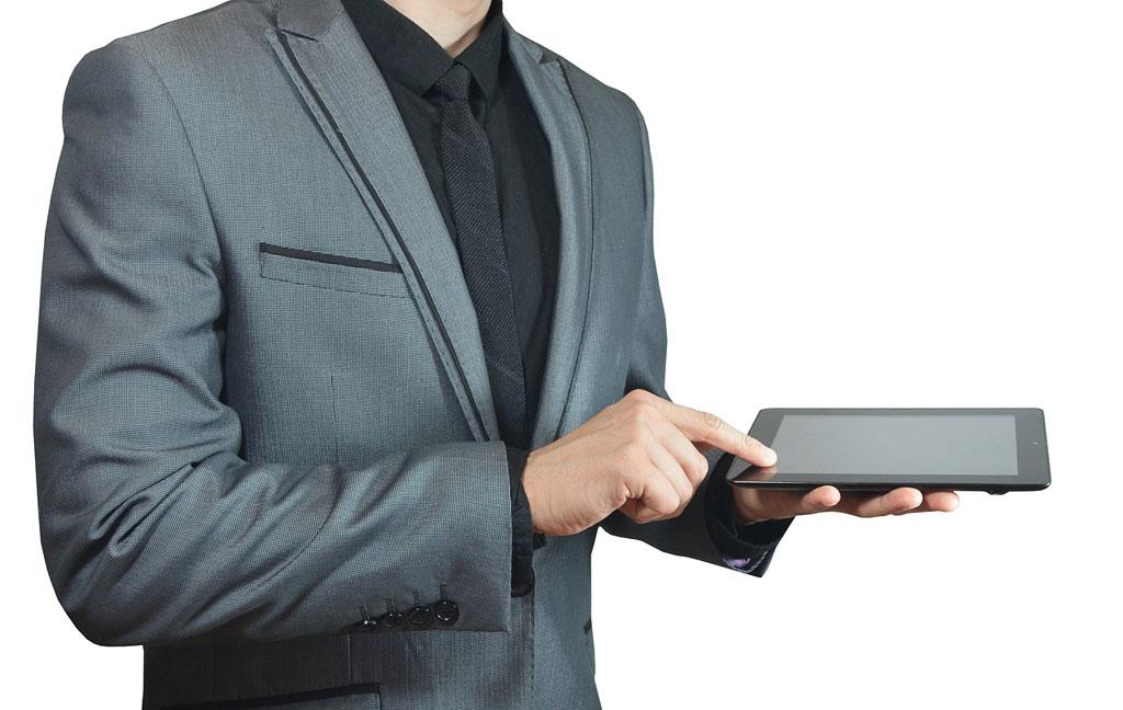 Con il covid-19 le procedure per il funerale si fanno online. La speranza è che poi si continui così